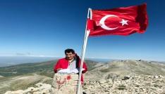 Bursa Valisi Küçük Uludağın zirvesine imza attı