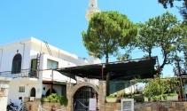 Depremde hasar gören minareler tehlike oluşturuyor