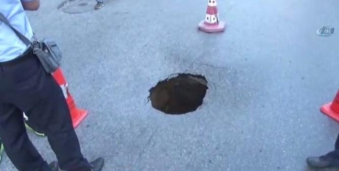 Fatih'te doğalgaz hattı geçen yol çöktü