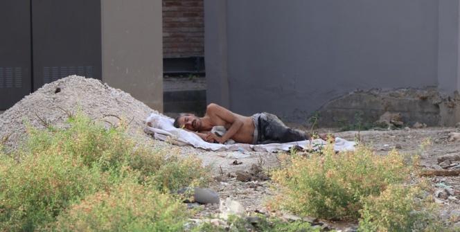 Çıplak yatınca ölü sanıldı, sarhoş çıktı
