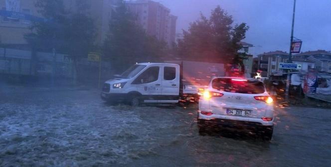 İstanbul'da beklenen şiddetli yağmur dolu ile birlikte geldi
