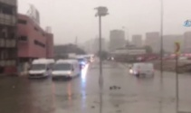 Sefaköy'de araçların içini su bastı