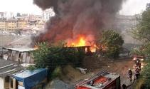 Kağıthanede yıldırım düşen fabrikada yangın çıktı