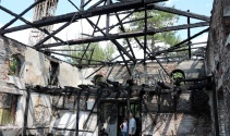 Sakaryada yanan cami tamamen kül oldu