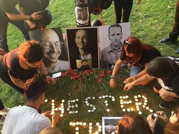 Linkin Park Türkiye fan grubu İstanbul'da Chester Bennington'u andı