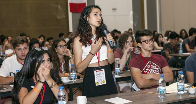 Türkiye'den yurtdışında eğitime gidecek başarılı öğrenciler Antalya'da kamptaydı