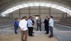 Vali Pehlivan, inşaatı devam eden eğitim kurumlarında incelemelerde bulundu