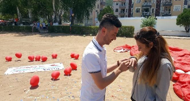 'Havalara uçuran' evlilik teklifi