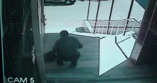 Sultanbeylide camiye giren hırsız projeksiyon cihazını çaldı