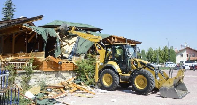 Meramda kaçak yapılar yıkılıyor