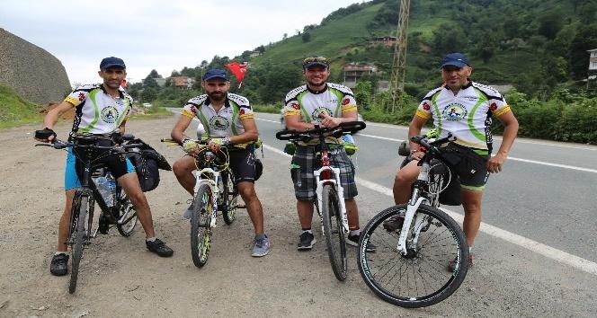 Yıllık izinlerinde Türkiye'yi bisikletle turluyorlar