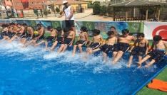 Suriyeli çocukların havuz keyfi