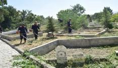 Şuhutta mezarlık temizliği yapıldı