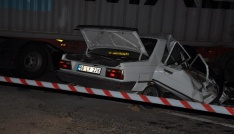 Yozgatta otomobil tıra çarptı: 2 ölü