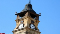 Tarihi Saat Kulesi artık zamanı göstermiyor
