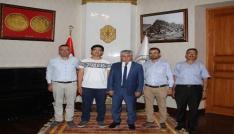 Vali Doğan, Anadolu Bursiyerini makamında kabul etti