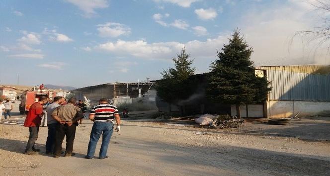 Afyonkarahisarda kalem fabrikasında yangın
