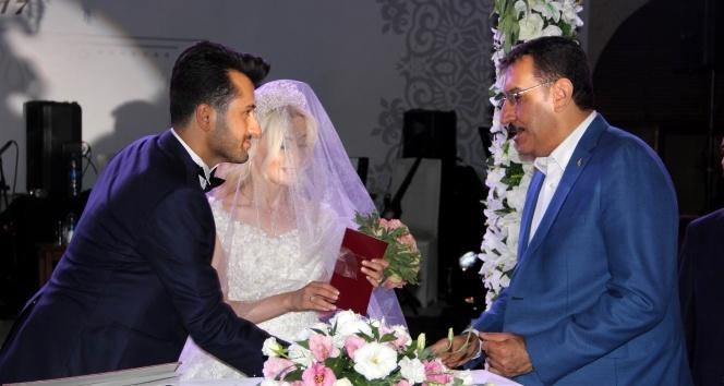 Bakan Tüfenkci Nevşehir'de nikah şahitliği yaptı