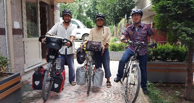 İtalya'dan yola çıkan bisikletli çift Japonya'ya bisiklet ile gidiyorlar