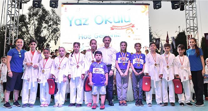 Beyoğlunda yaz okullarına katılan 5 bin öğrenci sertifikalarını aldı