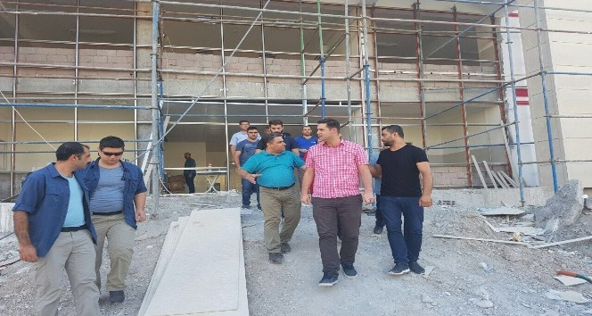 Başkan Gülenç okul inşaatında incelemelerde bulundu