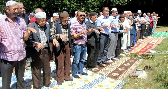 Bu köylüler 600 yıldır yağmur duasına çıkıyor