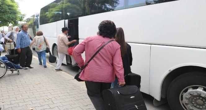 Duran tren seferleri sonrasında yolcular otobüsler ile taşınmaya başlandı