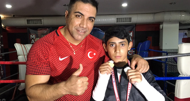 Oyunda iki elinin parmakları kırıldı, Türkiye şampiyonu oldu
