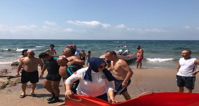 Denizde fenalaşınca yardımına Sahil Güvenlik yetişti
