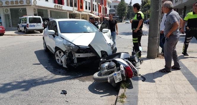 Düzce'de iki otomobil ile motosiklet çarpıştı: 1 yaralı
