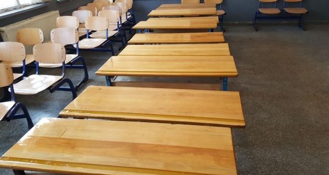 Sıralar öğrenciler için yenileniyor