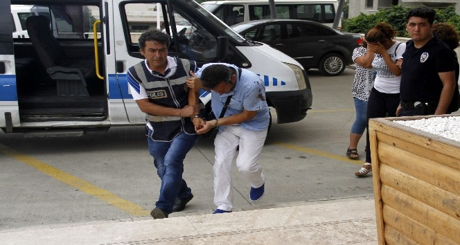 Dolandırıcılık şüphelisi polisi bacağından ısırıp yaraladı