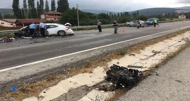 Amasya'da 2 otomobil çarpıştı: 1 ölü, 3 yaralı