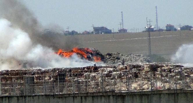 Fabrika deposunda yangın