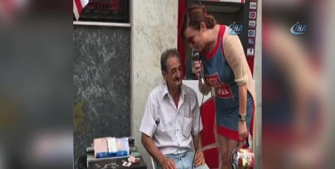 Ünlü şarkıcı Deniz Seki, sokak müzisyeniyle düet yaptı