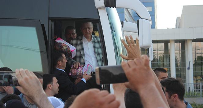 Cumhurbaşkanı Erdoğandan çocuklara oyuncak