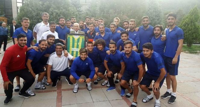 MHP Lideri Bahçeli, Osmaniyespor FK kampını ziyaret etti