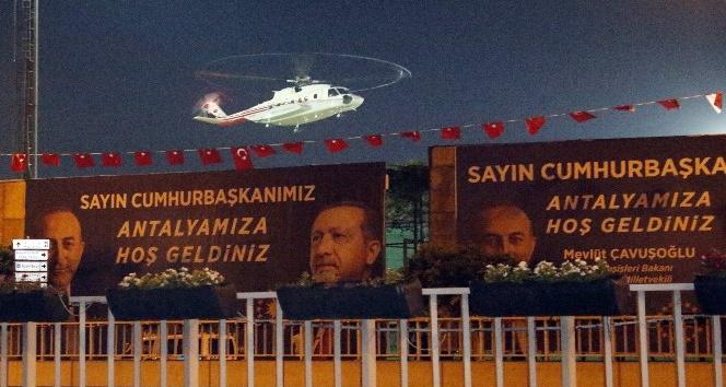 Cumhurbaşkanı Erdoğan, Antalya'da Milli Tekvandocu Nur Tatar'ın düğününe katıldı