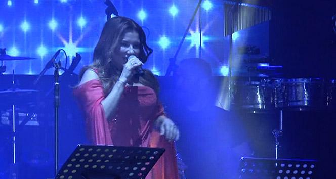 Deniz Seki Girnede konser verdi