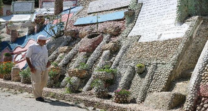 (Özel Haber) 550 bin mozaik taşı ile anıt yaptı