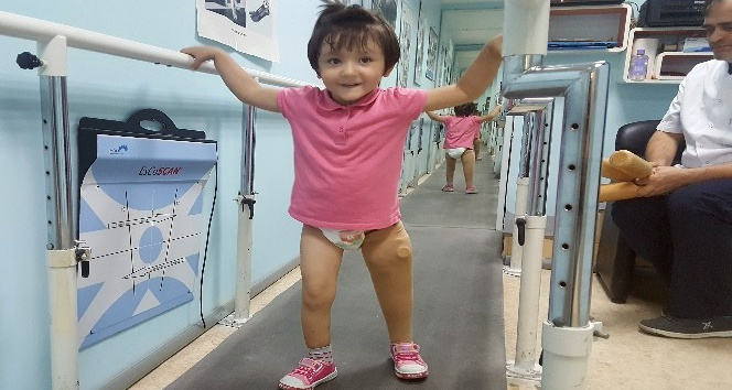 Antalyalı minik Özge yeni protezine kavuştu