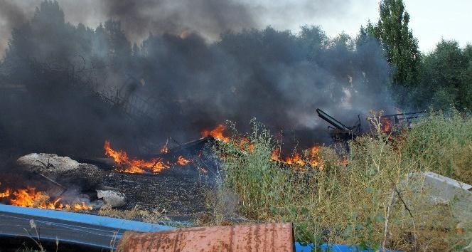Ankara'da belediyenin hurda deposu yandı