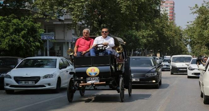 Başkan Sözlü'den elektrikli faytonla Adana turu