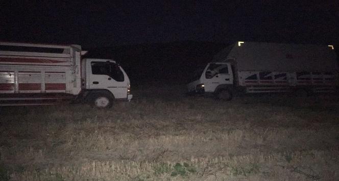 NATO hattından mazot çalan şüpheliler jandarmayı görünce kamyonları bırakıp kaçtı