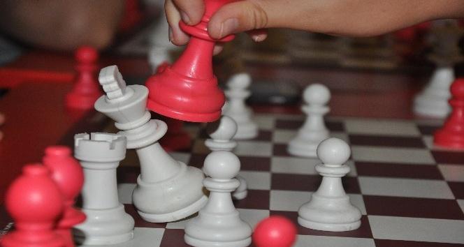 Çocukların yaz aylarında satranç kursu ilgisi