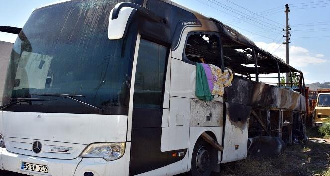 Kastamonu'da 46 yolcunun bulunduğu otobüs alev alev yandı