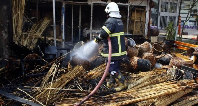 Kopan elektrik teli hasır dükkanını yaktı