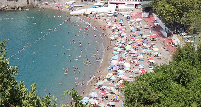 Zonguldakta vatandaşlar sahillere akın etti