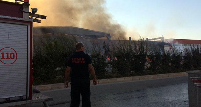 İzmirdeki fabrikada büyük yangın