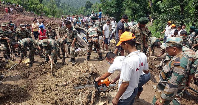Hindistan'da toprak kayması: 46 ölü